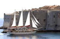 Luxury mini cruiser in Croatia